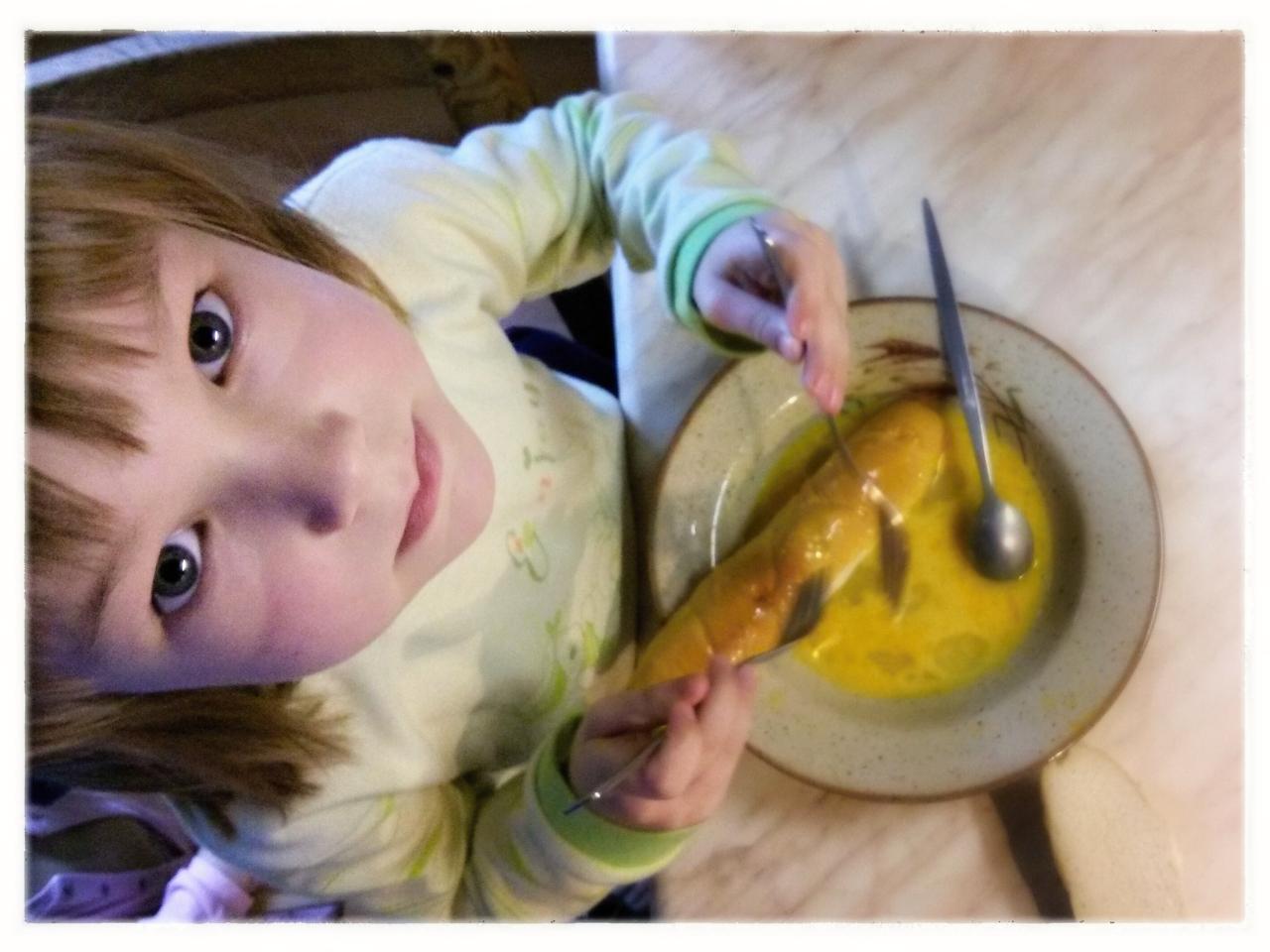 Klárka chystá snídani